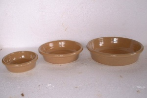 shallow glazed dish by 3-(600x400)